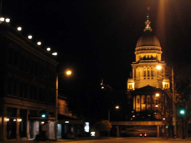 illinois_state_capitol_at_night.jpg