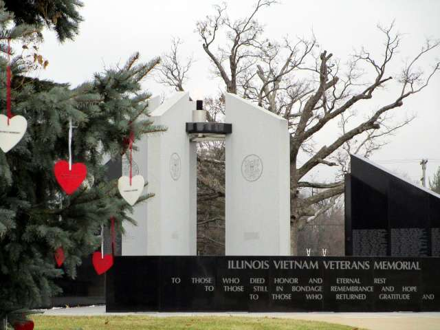 Illinois-Vietnam-Veterans-Memorial-IMG_2446.JPG
