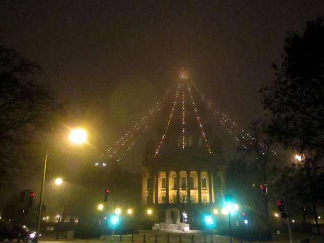 Statehouse-fog-Christmas-lighs-IMG_2150.JPG