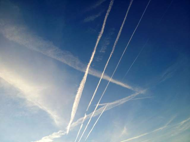 contrails-20131124_162444.jpg
