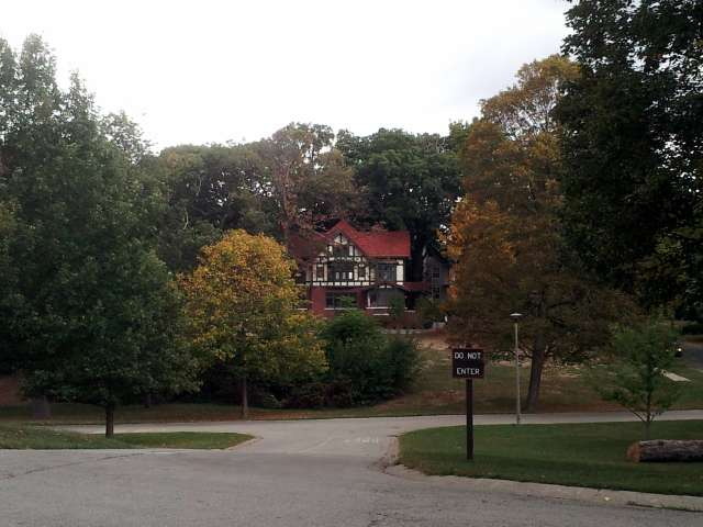 tudor-house-on-hill-20131005_162029.jpg